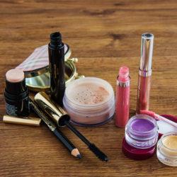 makeup-1853626_1920
